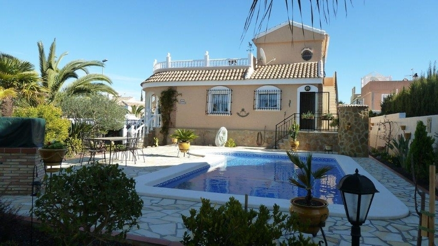 A28: Villa for rent in  Camposol